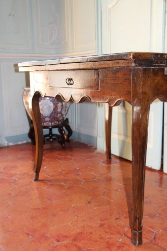 Furniture  - 18th century French provencal walnut table