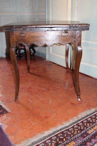 Antiquités - 18th century French provencal walnut table