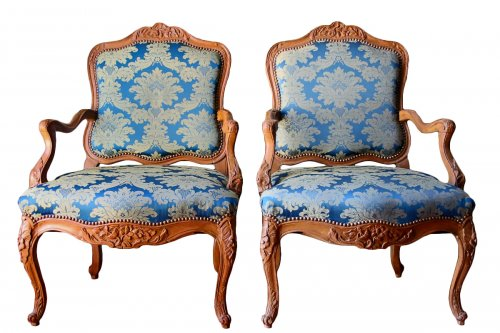 Pair of armchairs in natural wood, Régence period early eighteenth century