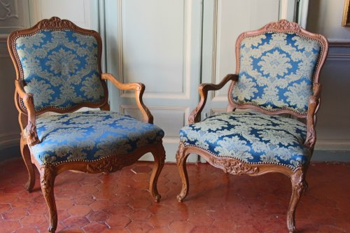 Pair of armchairs in natural wood, Régence period early eighteenth century - Seating Style French Regence