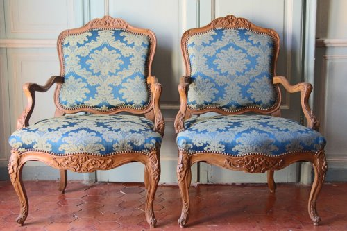 Seating  - Pair of armchairs in natural wood, Régence period early eighteenth century