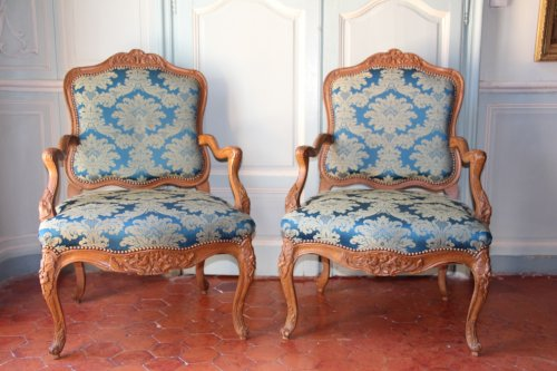 Pair of armchairs in natural wood, Régence period early eighteenth century -