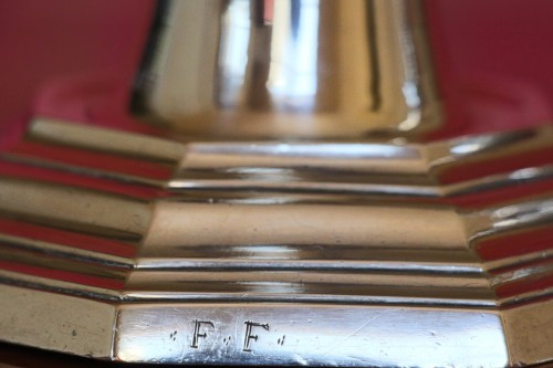 Candlesticks in solid silver, hallmark letter H crowned, signed: F.F, 18th century -