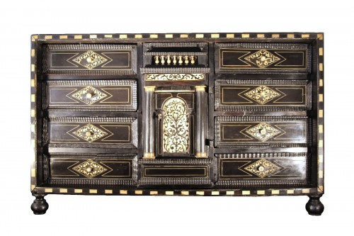 Cabinet in ebony, rosewood and ivory - Italy 17th century