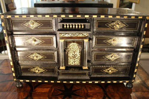 Cabinet in ebony, rosewood and ivory - Italy 17th century - Furniture Style Louis XIII