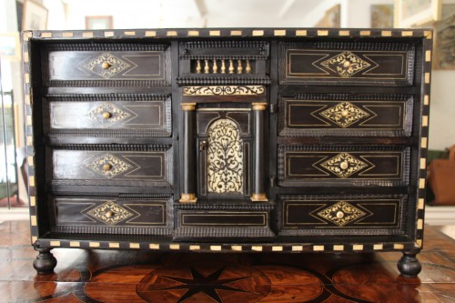 Cabinet in ebony, rosewood and ivory - Italy 17th century -