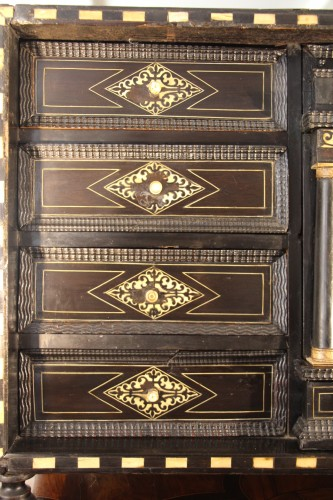 Antiquités - Cabinet in ebony, rosewood and ivory - Italy 17th century