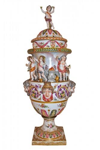 Perfume burner in porcelain of Capodimonte