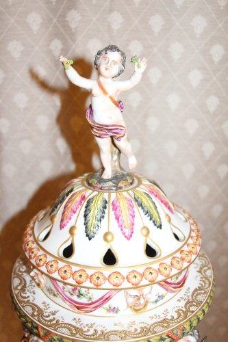 Porcelain & Faience  - Perfume burner in porcelain of Capodimonte