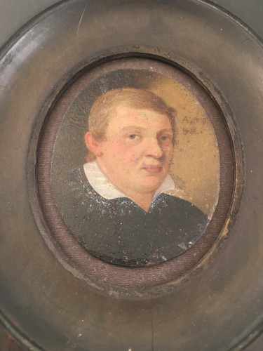 Antiquités - A small portrait, oil on copper, of a young man. Dated 1610.