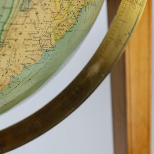 19th Century globe of Ernst Schotte (Berlin) in the German language -