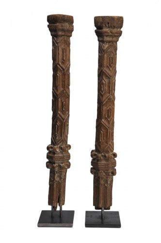 Two wooden pillars - 14th Century - France