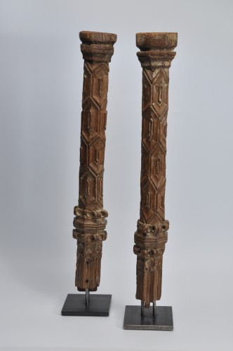 Architectural & Garden  - Two wooden pillars - 14th Century - France