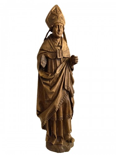 A very detailed sculptured bishop in oak - Flemish or French - 16th century