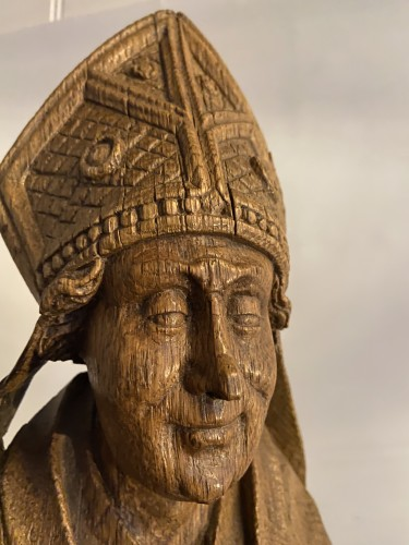 A very detailed sculptured bishop in oak - Flemish or French - 16th century - Religious Antiques Style Middle age