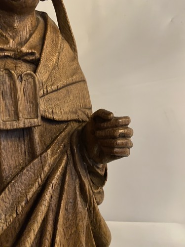 Religious Antiques  - A very detailed sculptured bishop in oak - Flemish or French - 16th century