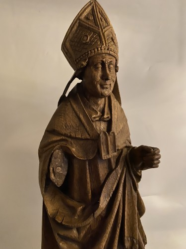 Antiquités - A very detailed sculptured bishop in oak - Flemish or French - 16th century