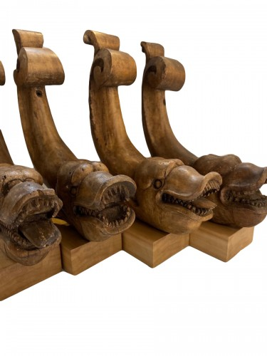 Four fragments in wood (table legs) with fish heads. Italy - around 1800