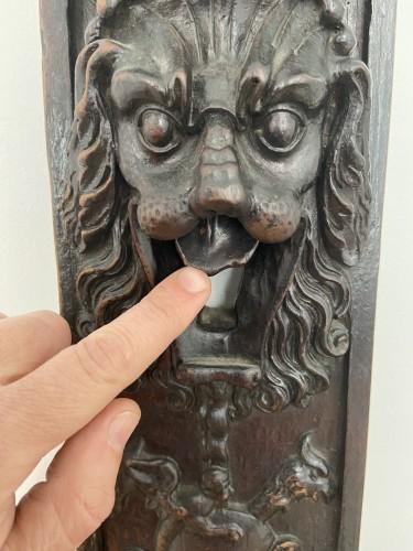 A richly decorated wooden lock plate - Renaissance - XVII - Flanders - Architectural & Garden Style Renaissance