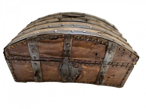 A box in wood, leather and metal,  around 1600 France