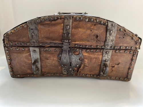 A box in wood, leather and metal,  around 1600 France - Curiosities Style Renaissance