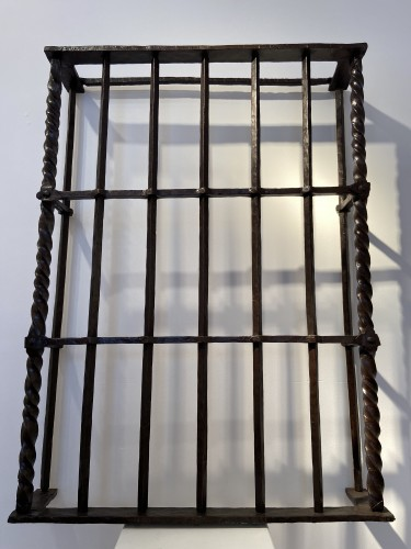 <= 16th century - A window frame in wrought iron, Italy, 16th century