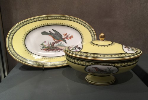 Sèvres soft-paste porcelain sugar-bowl with yellow ground, dated 1791 -