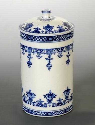 Large Saint-Cloud soft-paste tobacco jar and cover, circa 1700-1710 - Porcelain & Faience Style Louis XIV