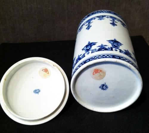 Porcelain & Faience  - Large Saint-Cloud soft-paste tobacco jar and cover, circa 1700-1710