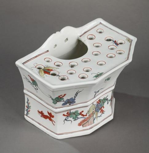Porcelain & Faience  - Chantilly soft-paste hanging flower-pot, circa 1735-1740