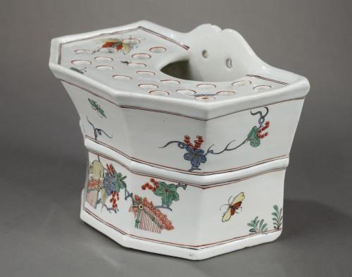 Chantilly soft-paste hanging flower-pot, circa 1735-1740 -