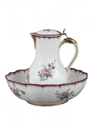 Very rare Vincennes soft-paste porcelain ewer and basin, circa 1749-1750