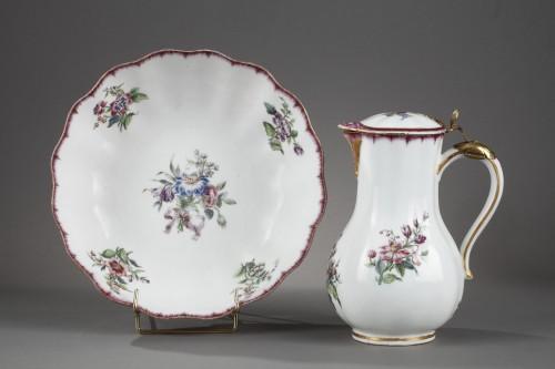 Porcelain & Faience  - Very rare Vincennes soft-paste porcelain ewer and basin, circa 1749-1750