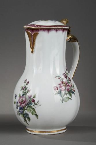 18th century - Very rare Vincennes soft-paste porcelain ewer and basin, circa 1749-1750