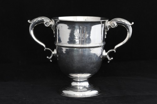 A traditional antique Irish sterling silver loving cup or two handled goble - Antique Silver Style Louis XV