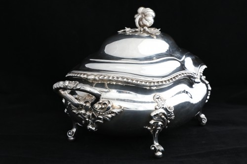 An Antique Early Victorian Sterling Silver soup tureen in a Regency style - Antique Silver Style Louis-Philippe