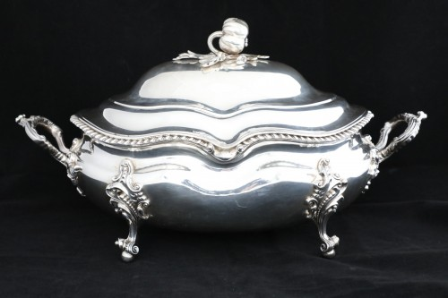 Louis-Philippe - An Antique Early Victorian Sterling Silver soup tureen in a Regency style