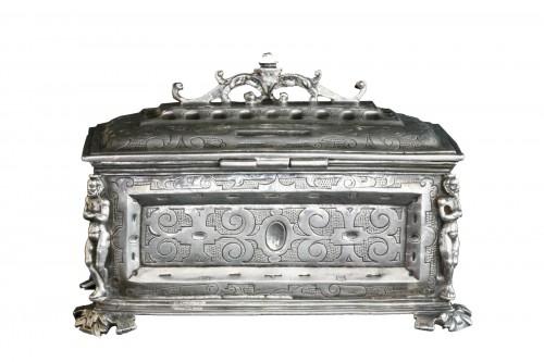 A Spanish silver holy oil case, Hernando de Onãte, Zaragoza, circa 1581