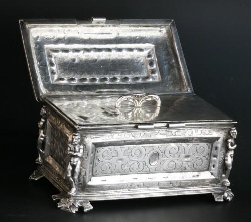 A Spanish silver holy oil case, Hernando de Onãte, Zaragoza, circa 1581 -