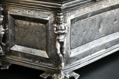 <= 16th century - A Spanish silver holy oil case, Hernando de Onãte, Zaragoza, circa 1581