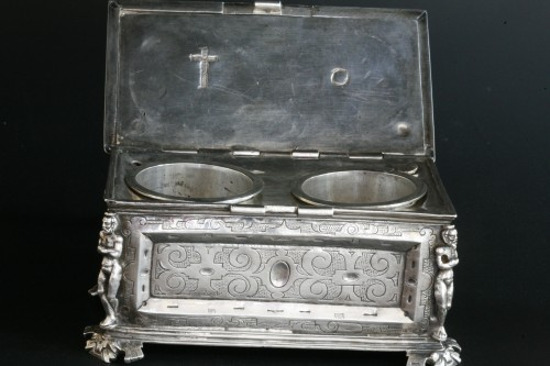 A Spanish silver holy oil case, Hernando de Onãte, Zaragoza, circa 1581 - Renaissance