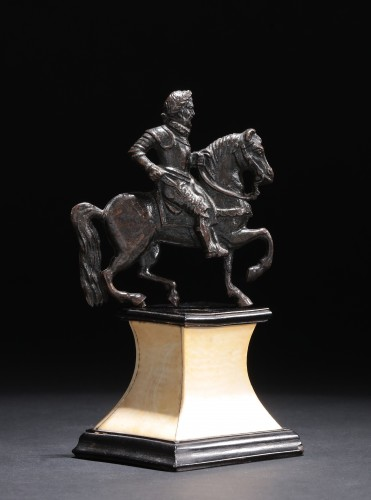 Applique bronze depicting a laureate and armored rider - Sculpture Style