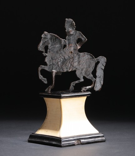 Sculpture  - Applique bronze depicting a laureate and armored rider
