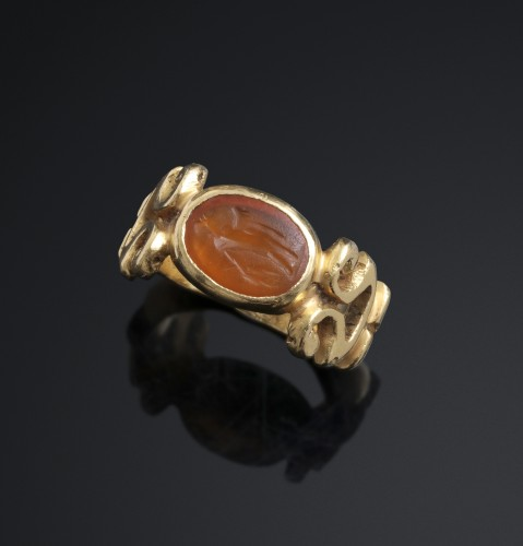 SOLID ROMAN RING WITH ROMAN INTAGLIO - Antique Jewellery Style