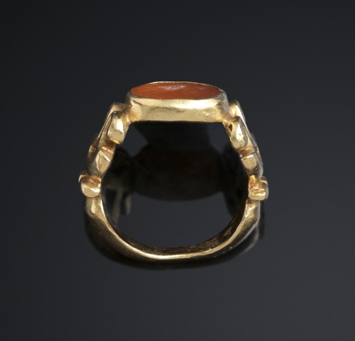 Antique Jewellery  - SOLID ROMAN RING WITH ROMAN INTAGLIO