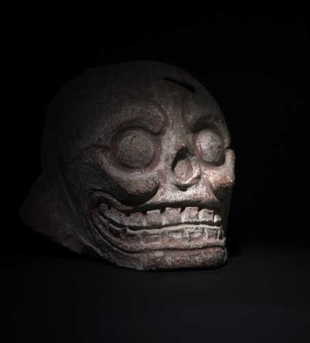 Mayan art, fragment of a burial urn figuring a skull - Ancient Art Style