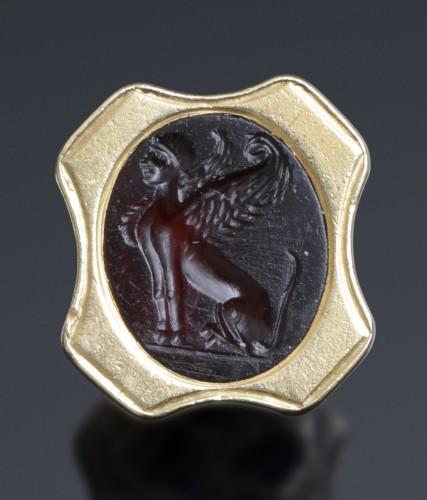 Roman carnelian intaglio depicting a sphinx -