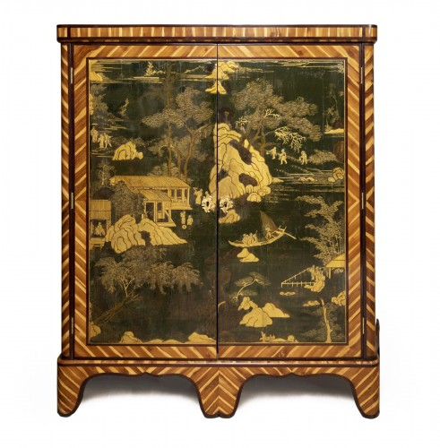 Lacquered cupboard by A. Delorme Régence period 18th century