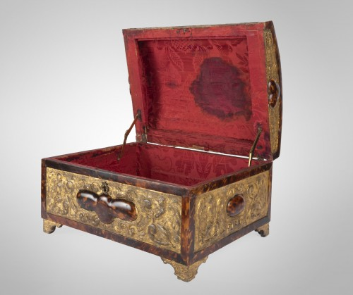 Spanish-Flemish chest mid 17th century - Furniture Style Louis XIII