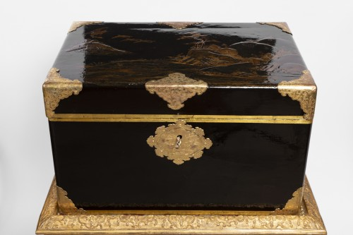 Japanese lacquer chest 17th on his feet Louis XIV period - Furniture Style Louis XIV
